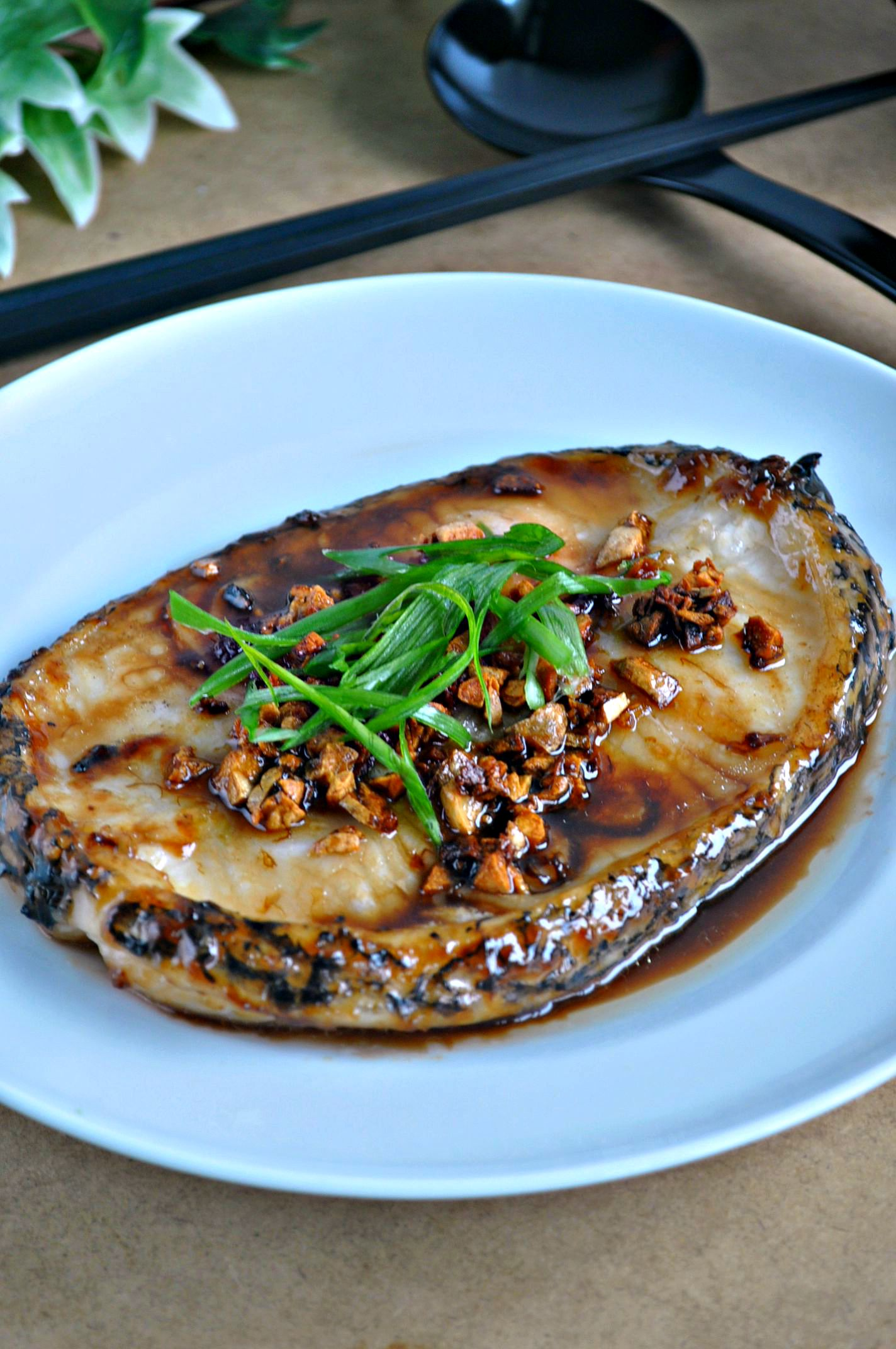 Grilled cod fish in garlic crisps oyster sauce for Grilled cod fish recipe