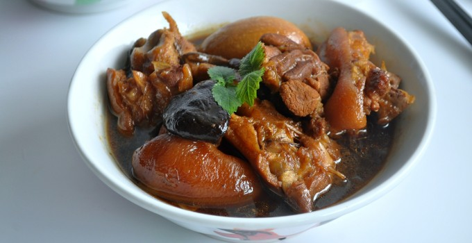 Braised Pig Trotters with Eggs 猪脚卤蛋