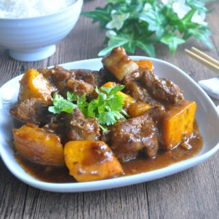 Braised Pork Ribs with Pumpkin 金瓜焖排骨
