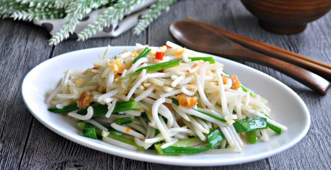 Bean sprouts with Salted Fish 咸鱼炒豆芽